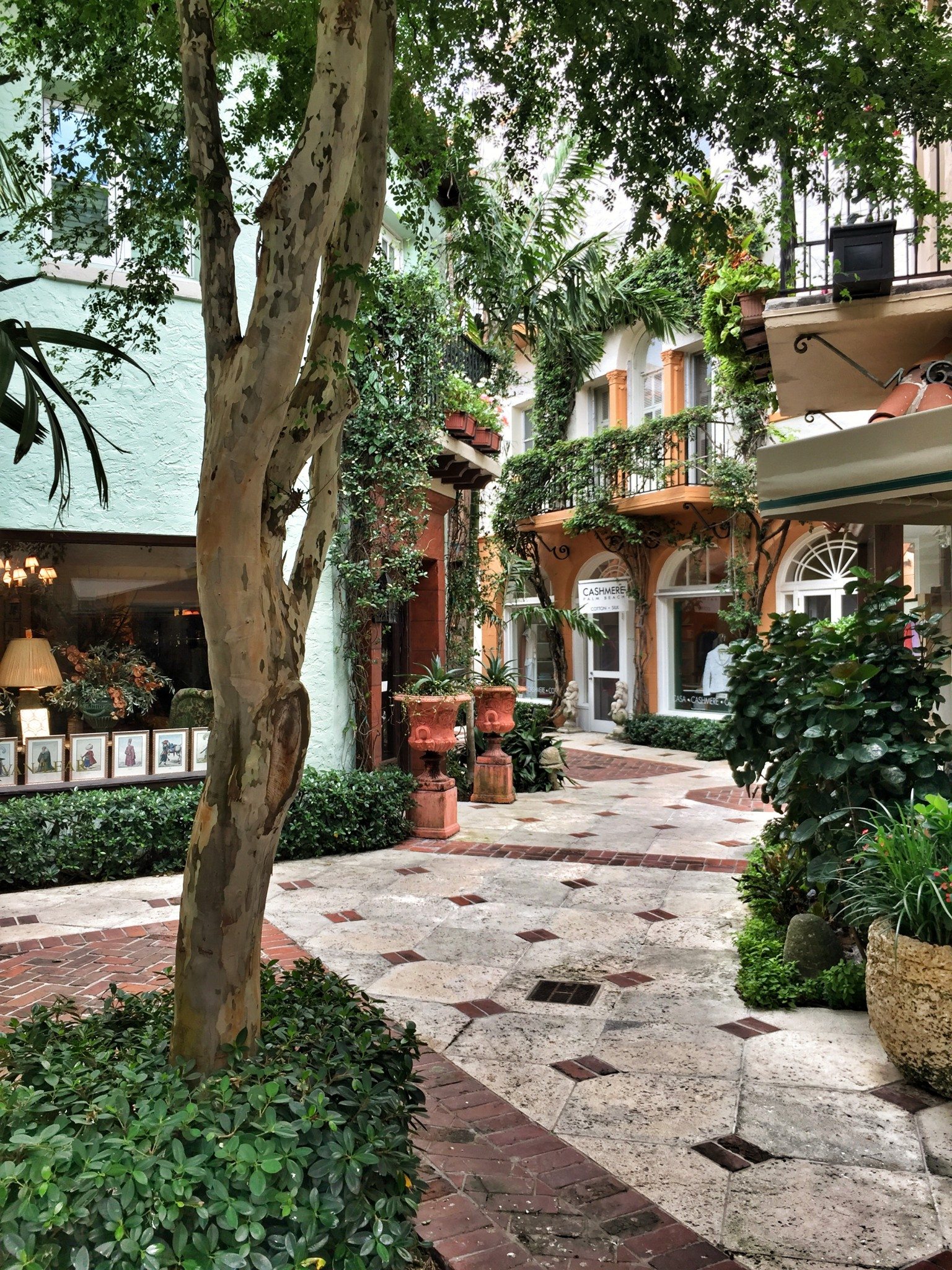 worth avenue, palm beach, the-alyst.com