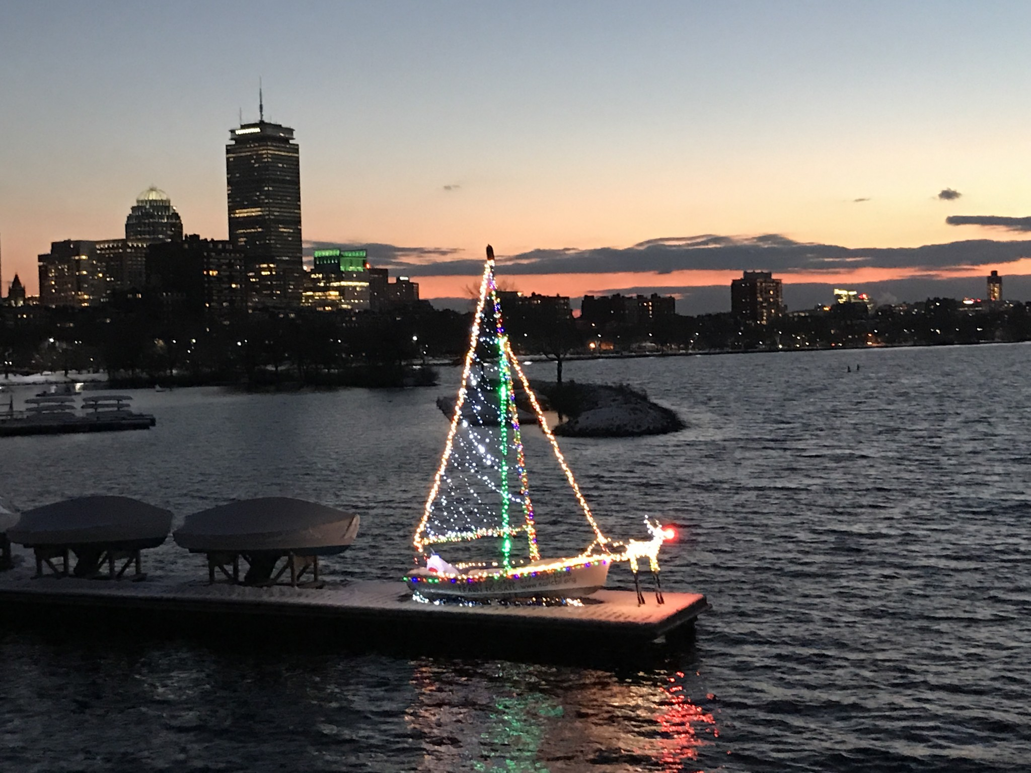 community boating boston, holiday lights in boston, the-alyst.com