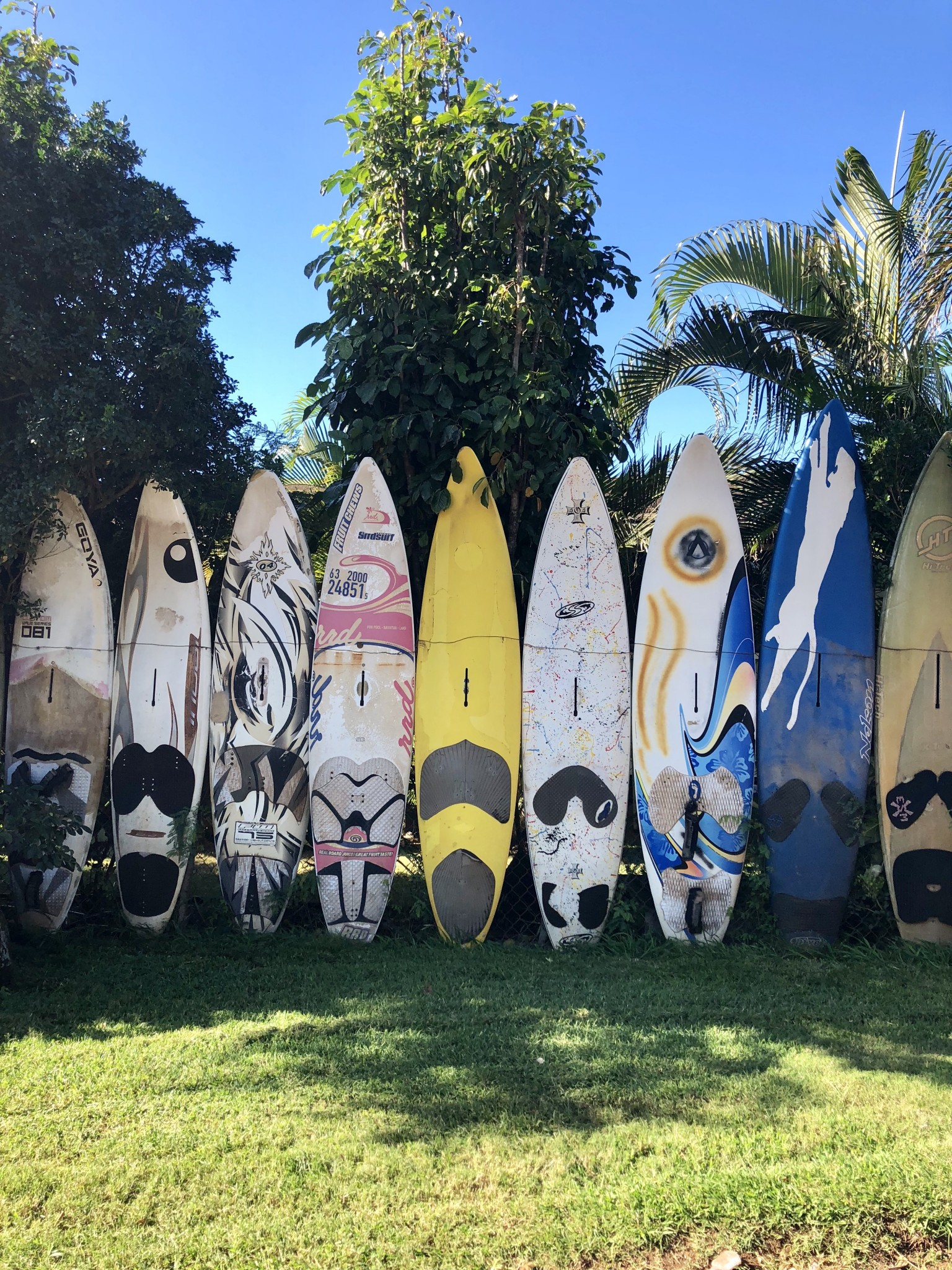 surfboard fence, paia town, maui, the-alyst.com