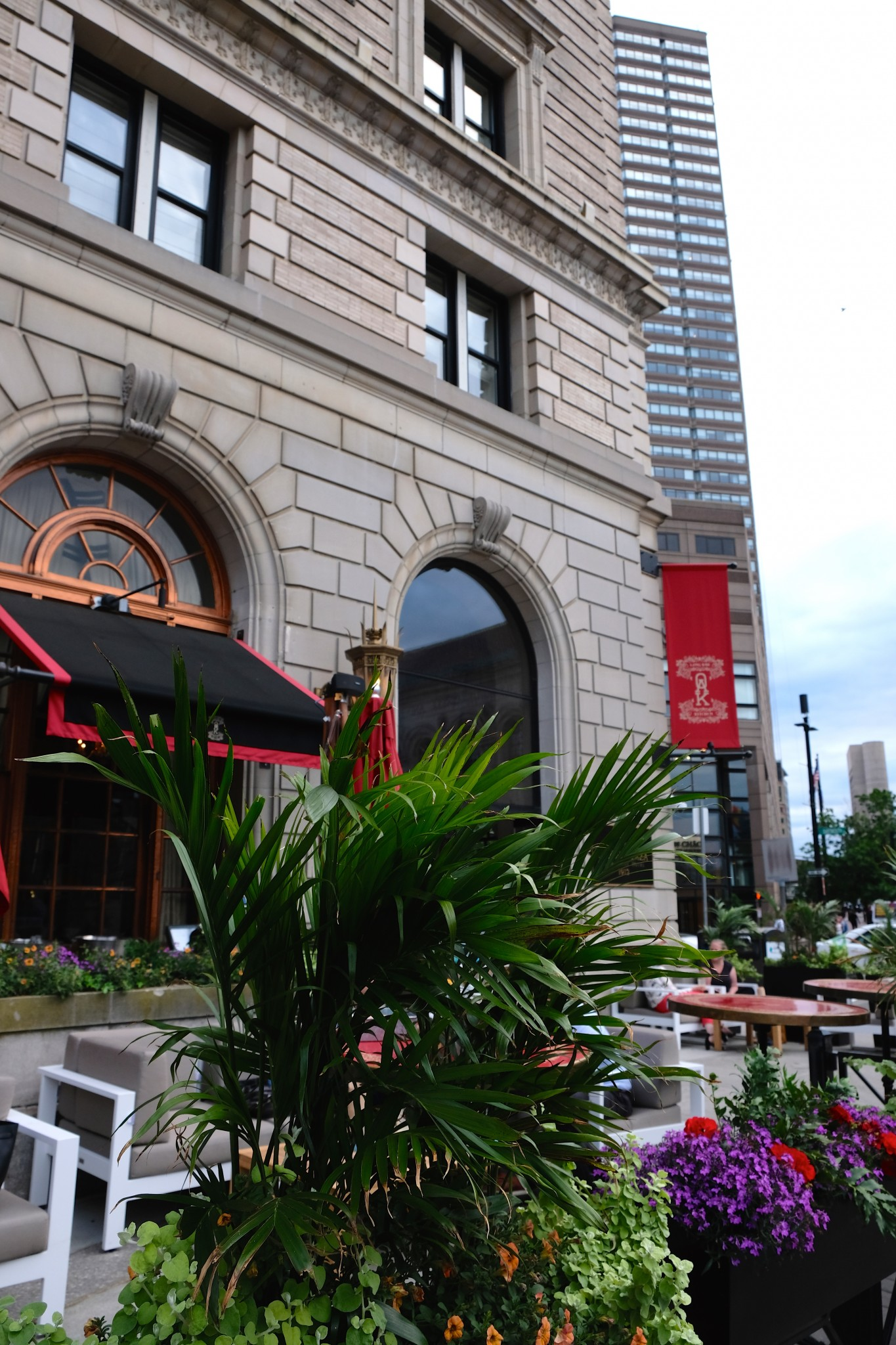 patio dining, fairmont copley plaza, oak long bar and kitchen, boston, the-alyst.com