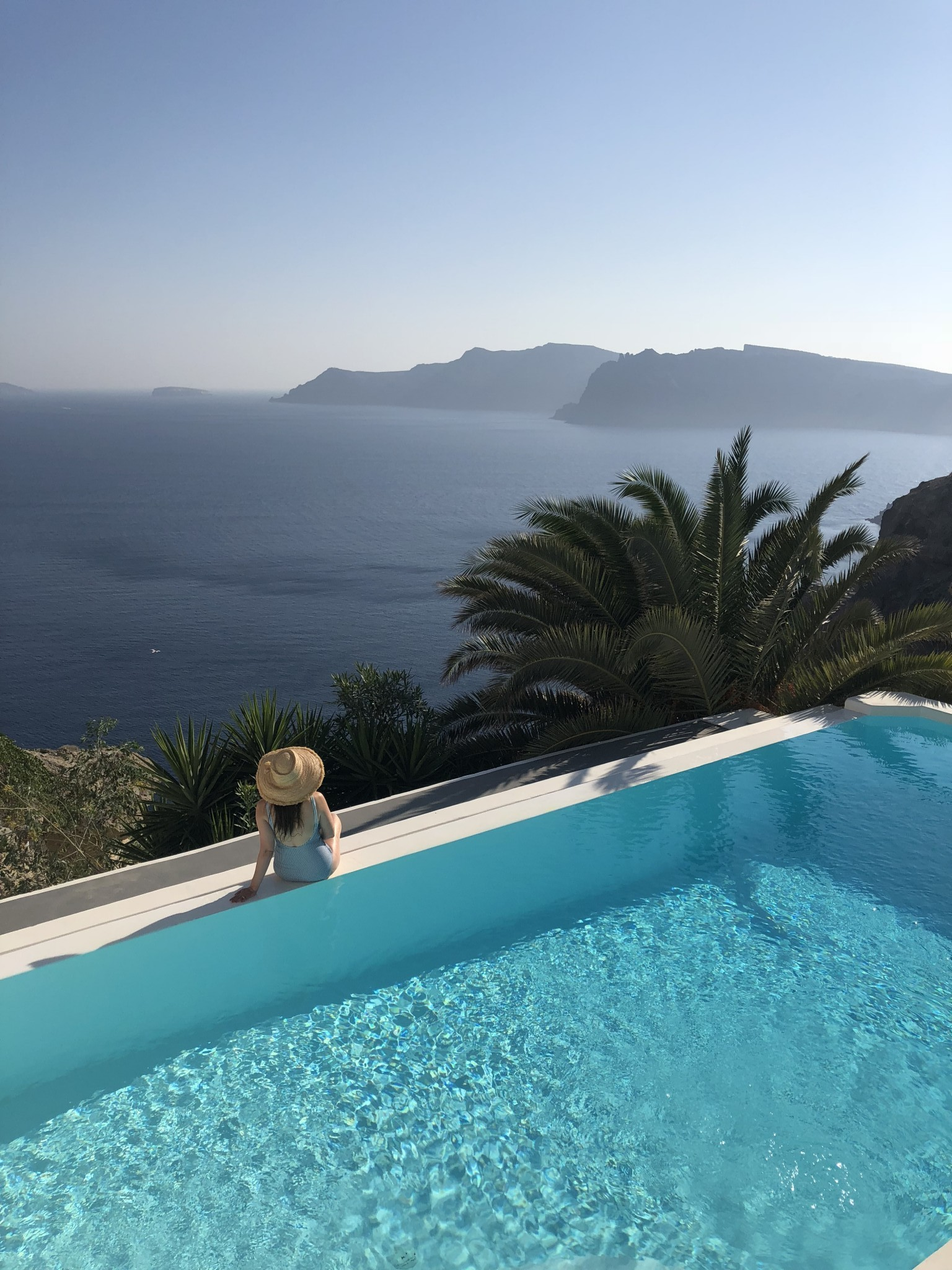 villa katikies, most instagrammable spots oia, santorini, the-alyst.com
