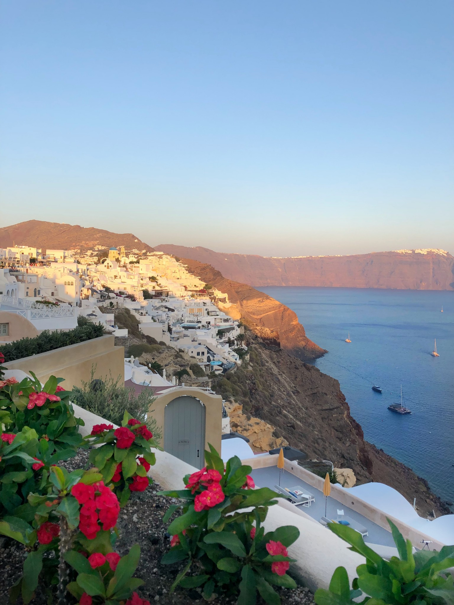 most instagrammable spots oia, santorini, the-alyst.com